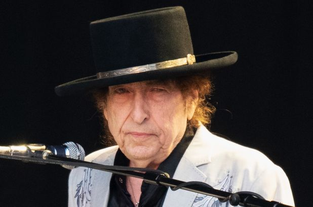 Bob+Dylan++and+Neil+Young+perform+in+London+in+2019.+At+78+years+old%2C+Dylan+continues+to+tour+through+2020.
