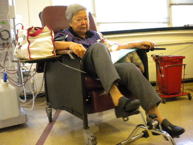 Mrs. Loung receives dialysis at the San Francisco Renal Center before COVID-19 restrictions.