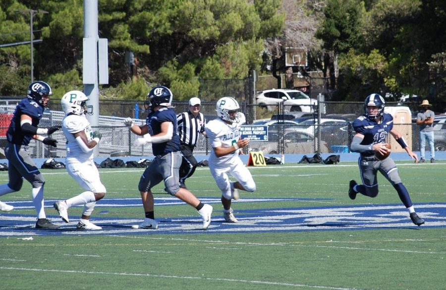 Scots+quarterback+Jack+Wiessinger+runs+with+the+football.