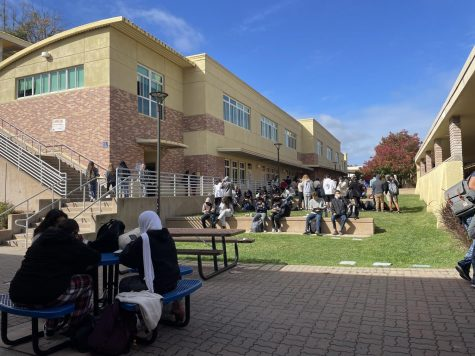 Carlmont students eat lunch on the few tables available outside the Student Union.